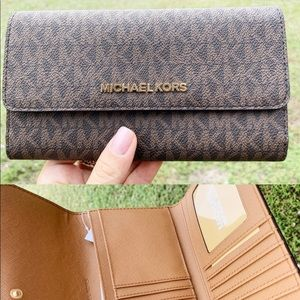 Gaby'sBags👜💕-Michael Kors Large Trifold Wallet